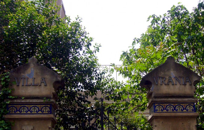 Imatge de l'entrada de Vil·la Urània, al barri de Gràcia