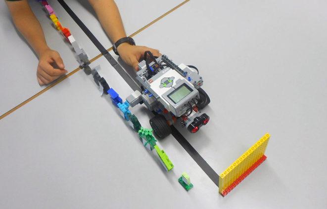 Imatge d'una activitat del Club de Robòtica Corto Circuito